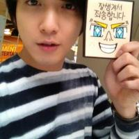 [Pic | Trans] Jung Yonghwa Shares a 'Baby-Faced' Selca in a Tweet