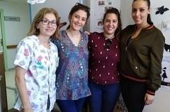 Alumnas de la UAL visitan el aula hospitalaria.