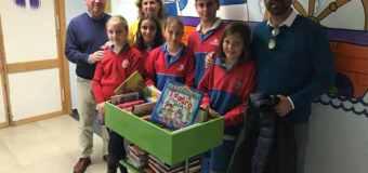 El Centro Inglés dona 400 libros al Hospital de Puerto Real