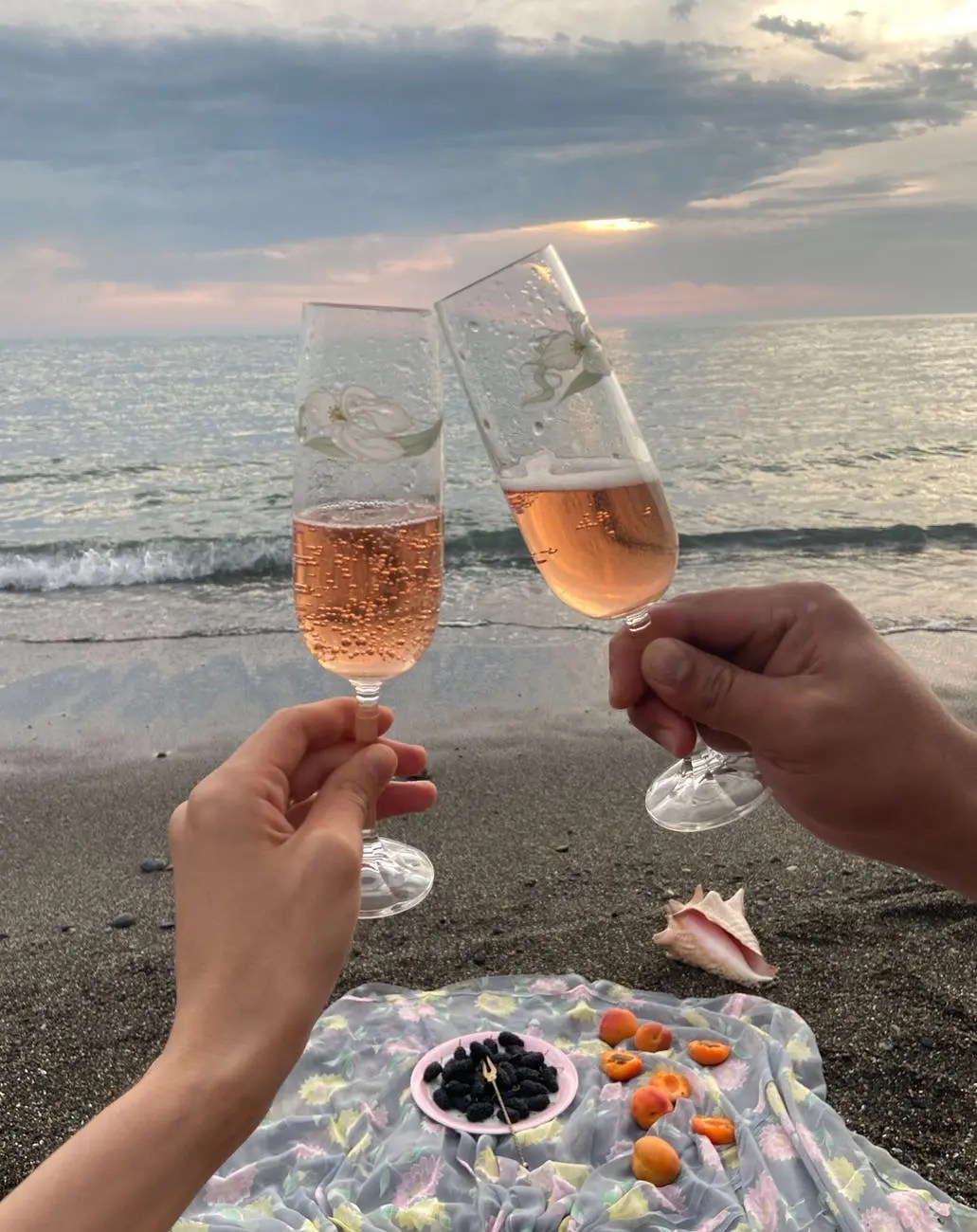 10 Ideas for valentines day at home  - recreating your first date, beach picnic