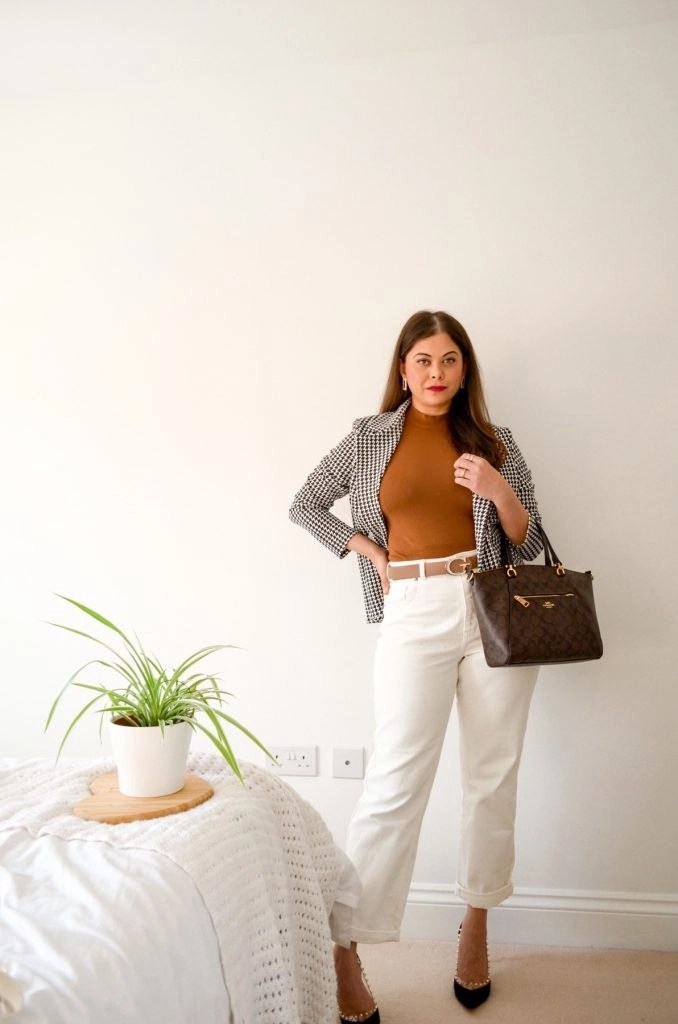 Spring style outfit with G belt white jeans houndstooth blazer and brown zara top. Coach bag and black heels.