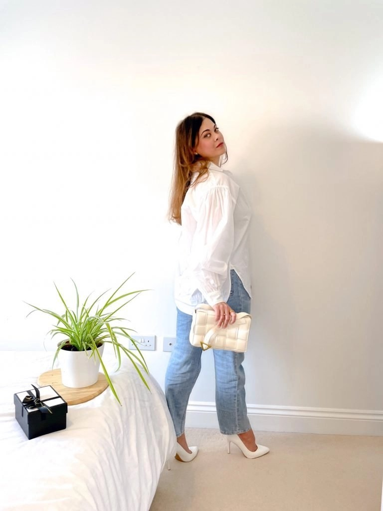 White shirt outfit with blue jeans. French style model off duty look