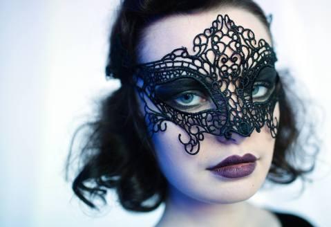 Close-up of model Olivia Freeman wearing Alyssa Koory. (Courtesy Kathy Rae Photography)