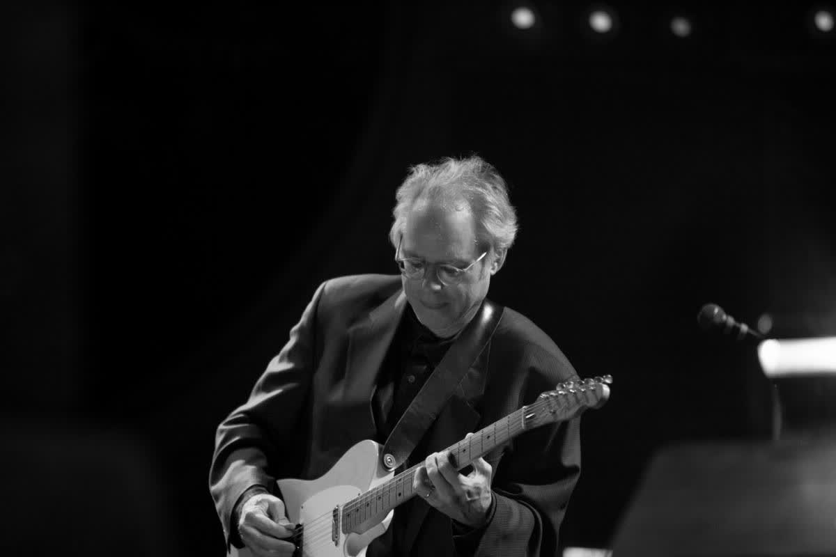 """""""גיטרה, עוד וכינור נכנסו לאולפן""""- תום יוגב על האלבום """"The Intercontinentals""""  של ביל פריזל"""