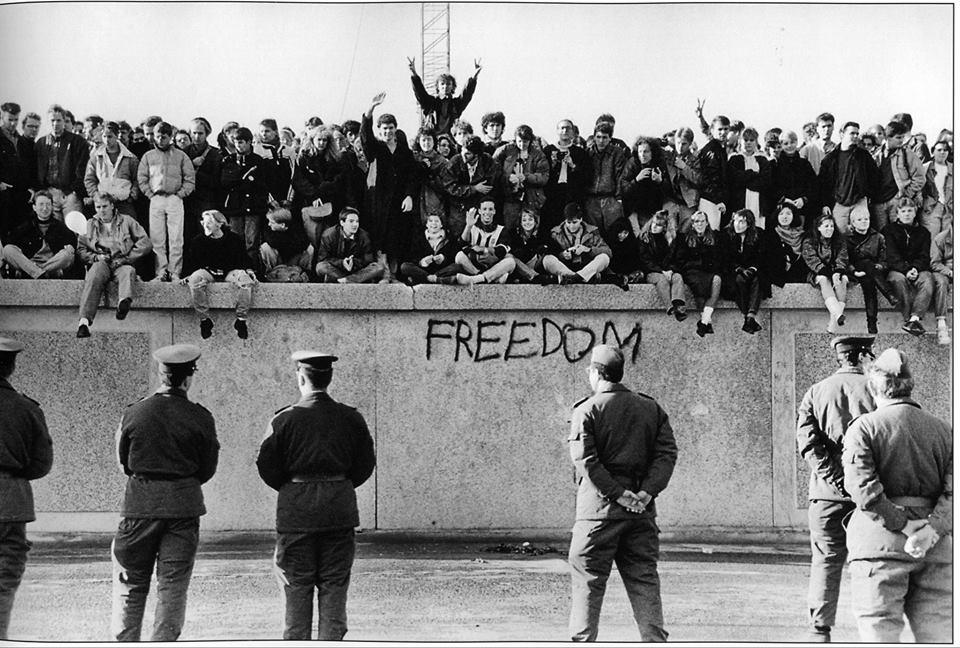 """""""מוזיקה בצלה של חומה""""- ניצן אנגלברג על המוזיקה של מזרח ברלין לפני נפילת החומה"""