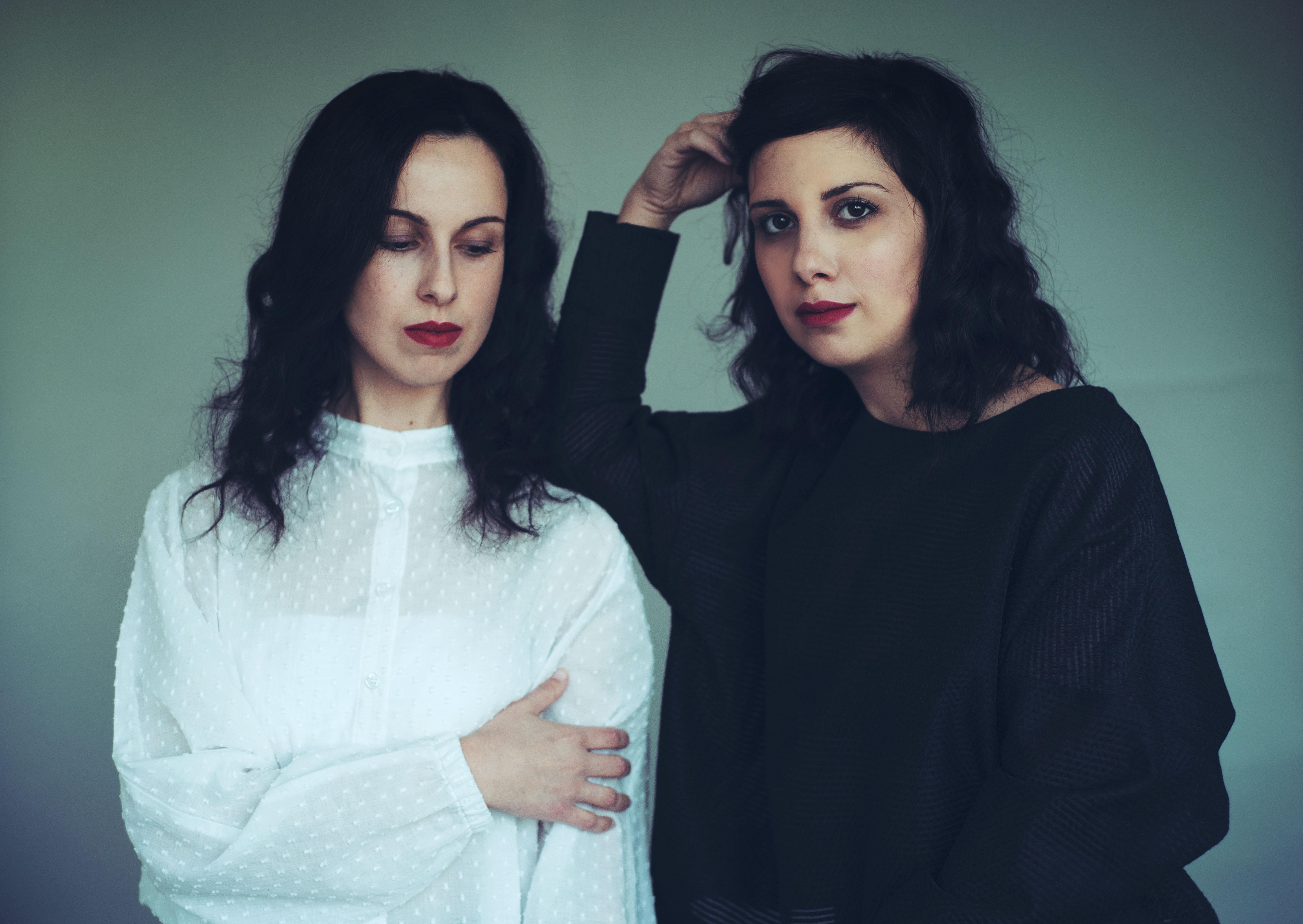 דברים יפים: שחר רודריג על אלבום הבכורה של האחיות ג'משיד