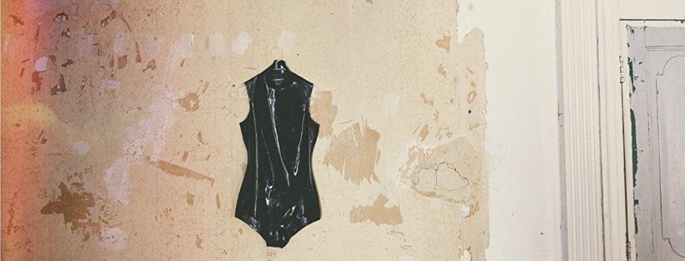 תמיד אישה: שחר רודריג על Semper Femina – האלבום החדש של לורה מארלינג