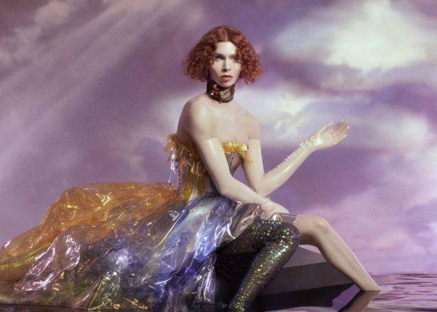 הייפ מוצדק /// ציפי פישר על האלבום החדש של SOPHIE – מפיקת הפופ שמותחת את גבולות הז'אנר