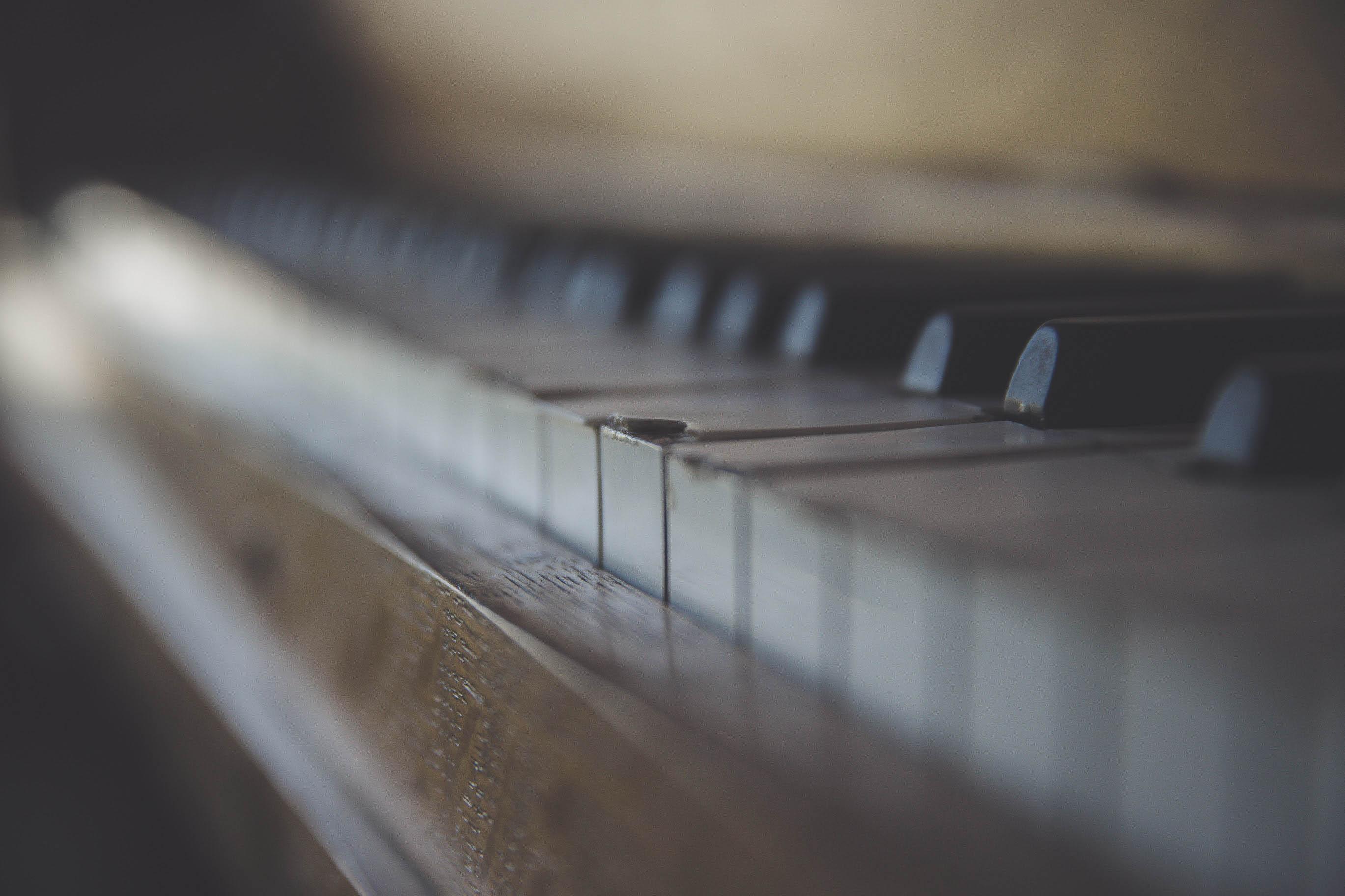 ימתיכוני /// ריאיון עם הפסנתרן עומר קליין לקראת הופעתו בארץ ואלבומו החדש