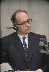 Eichmann em seu julgamento, em 1961.