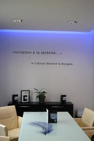 com-empreintes- signalétique com-empreintes mur salle reunionweb