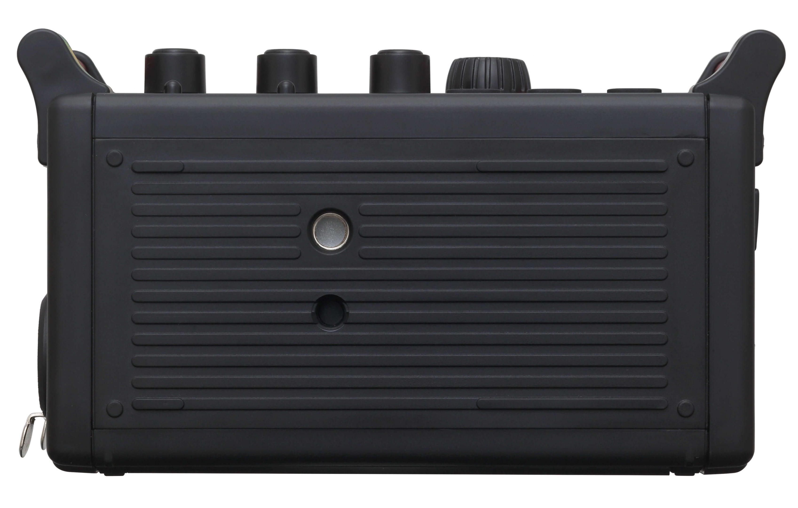 Foto van de onderkant van de Tascam DR-60D mk2 audiorecorder.