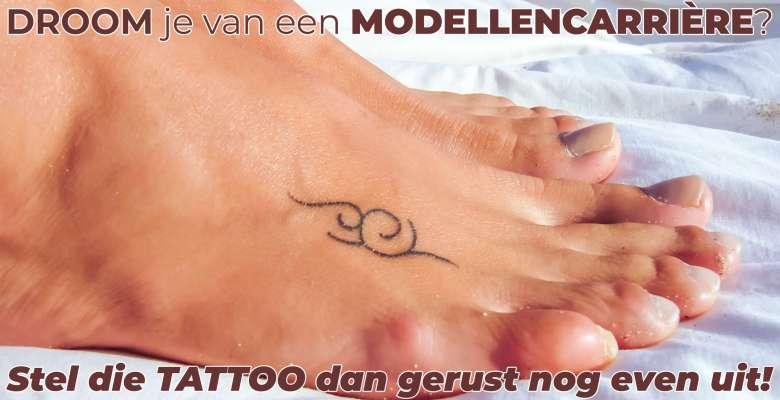 """Foto van voet met tattoo. De foto hoort bij het artikel: """"Modellencarrière? Stel die tattoo dan nog maar even uit!"""" De maker van de foto is David van der Mark."""