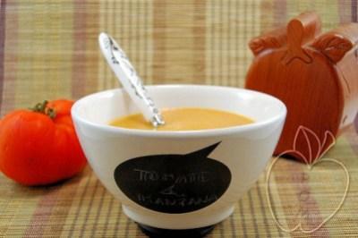 Crema de tomate y manzana con ricotta (5)
