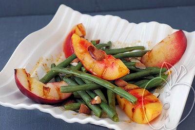 Ensalada de judías verdes con nectarinas y viangreta de sa