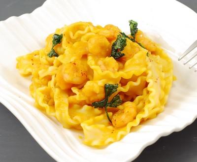 Pasta en salsa de calabaza y gambas (8)