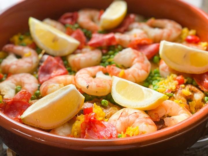 Paella mit Garnelen und Hühnchen