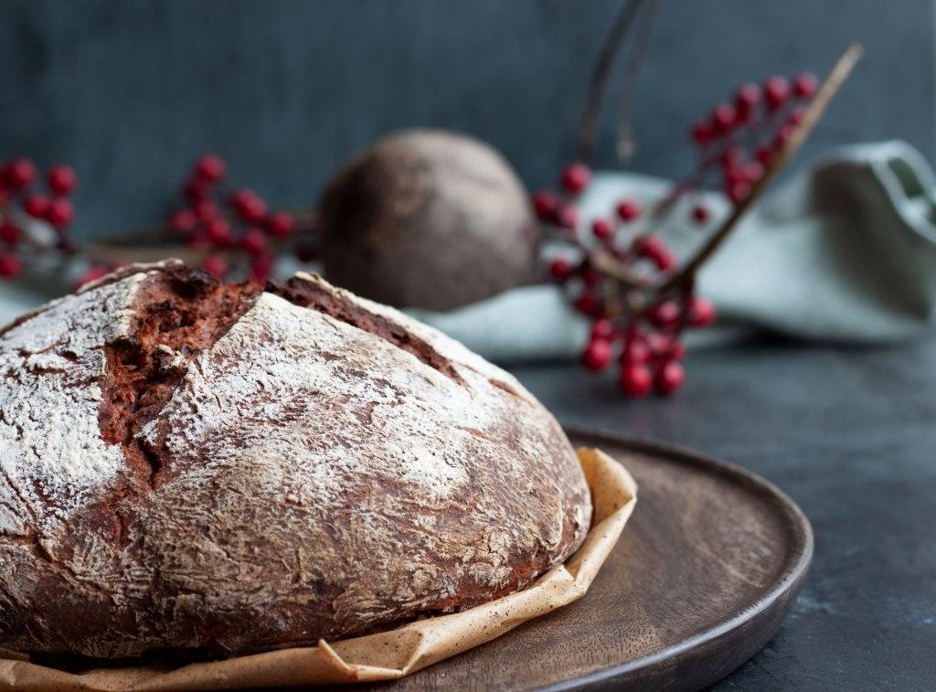 Rote Beete Brot mit Walnüssen