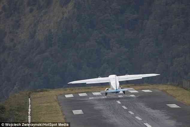 Most Dangerous Airport in this word. lukla airport Nepal