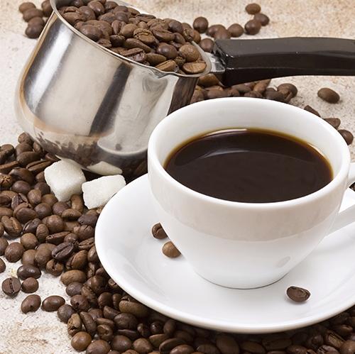 342456--taza-de-cafe-sobre-granos-de-cafe