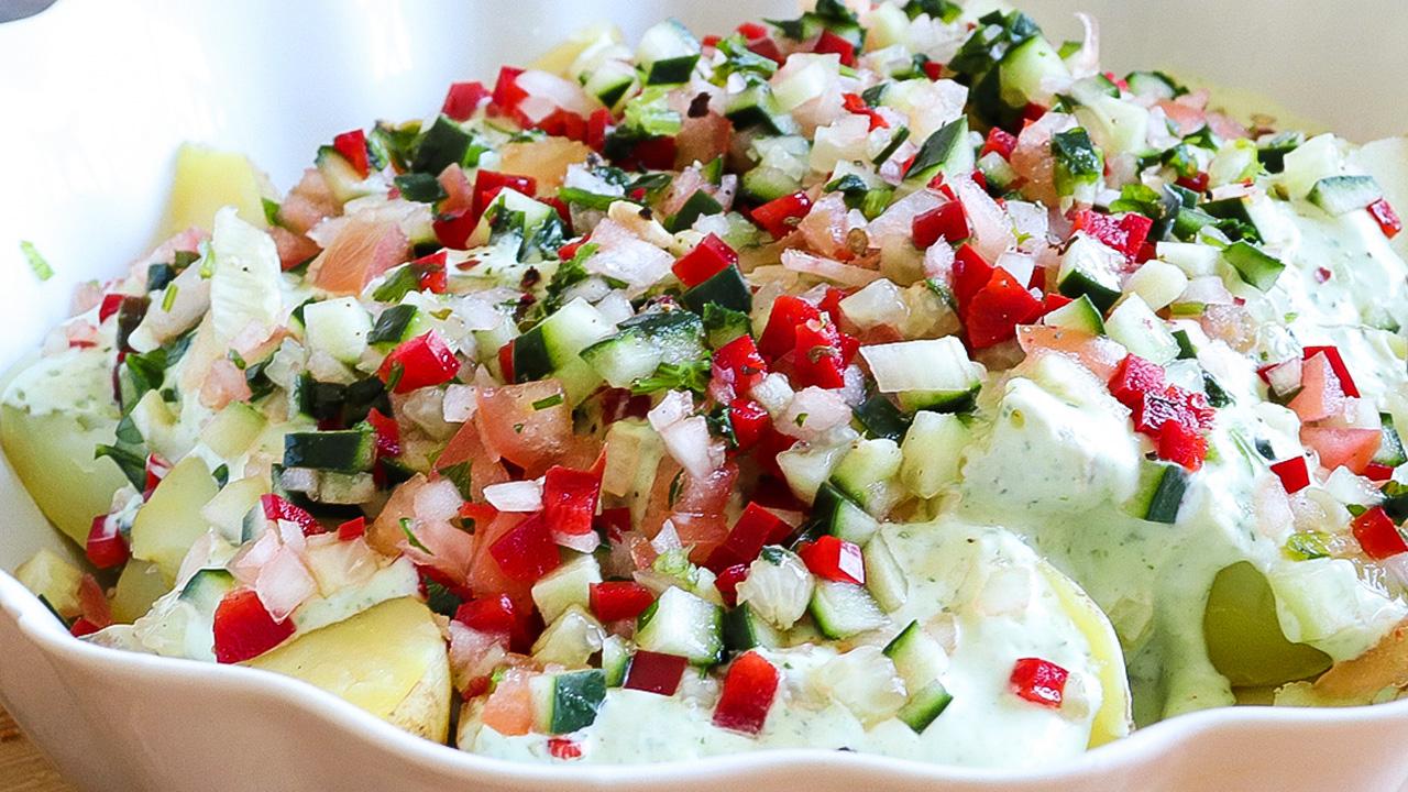 """<span class=""""entry-title-primary"""">Salada de Batata com maionese de Pepino, Tomate, Pimento e Cebola</span> <span class=""""entry-subtitle"""">Esta salada é preparada com Batata nova, mesmo adequada ao clima e palato da época</span>"""