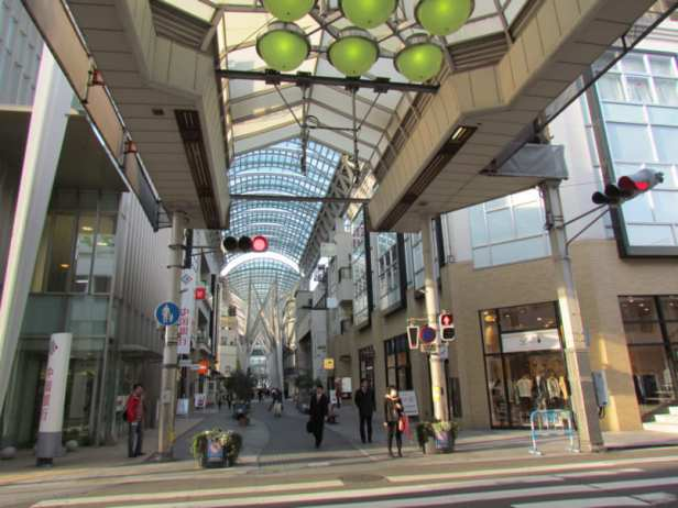 Takamatsu_shopping-arcade-shotengai-photo-by-IMBiblio-medium