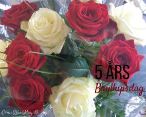 buket med smukke roser på 5 års bryllupsdag