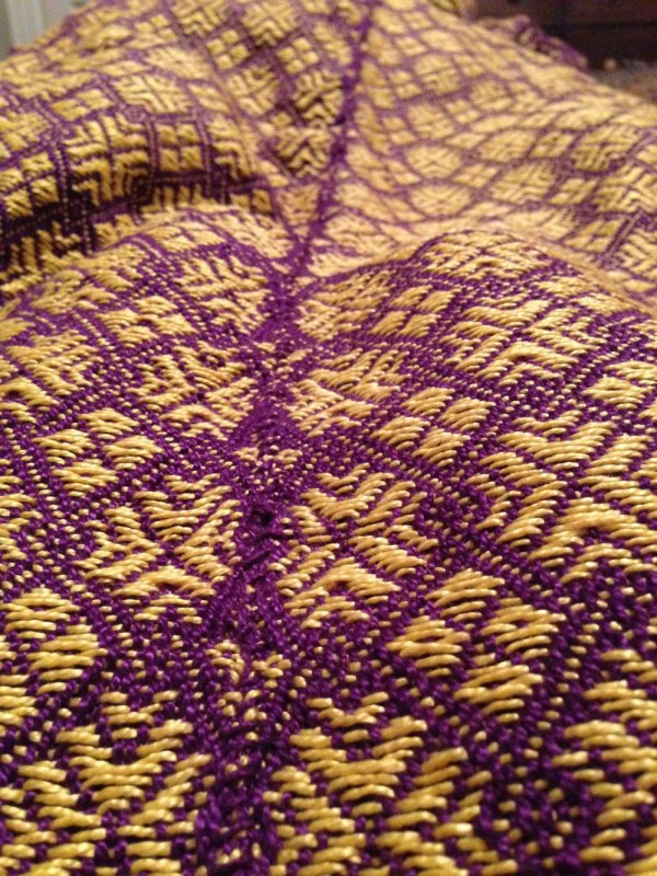 How the seam of the blankets look with the same weight, purple cotton yarn. Sticks out a little bit doesn't it?
