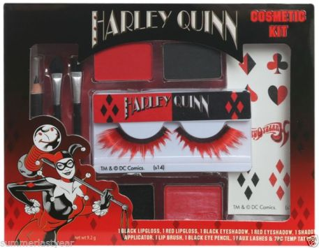 halloween-harley-quinn-makeup-black-red.JPG