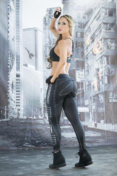 catwoman-leggings-activewear-superhero-outfits-halloween.jpg
