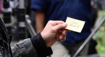 gallery-1471946571-thor-doctor-strange-calling-card
