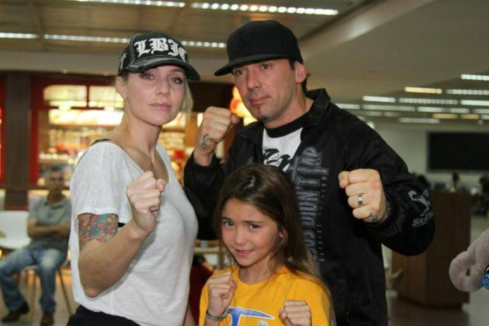 3.-Jason-David-Frank-With-Tammie-Frank-and-Daughter-The-Green-Ranger