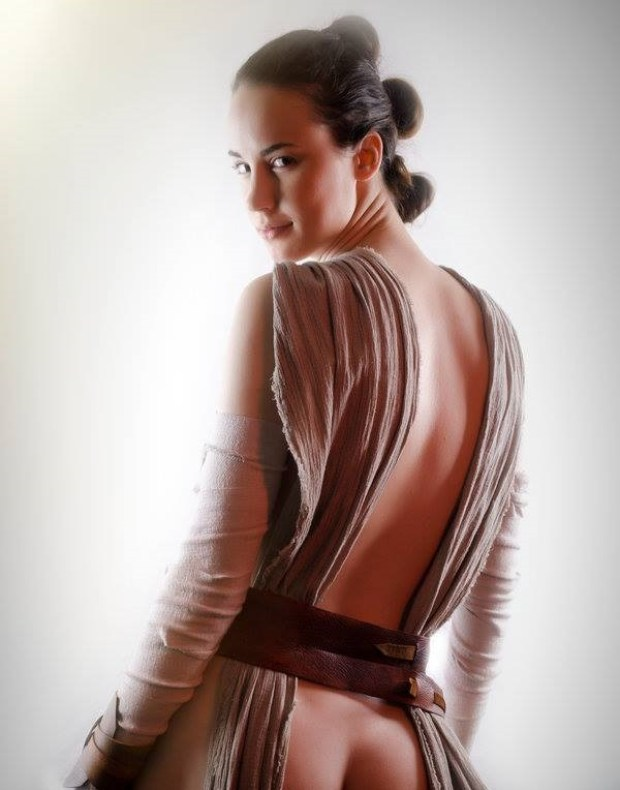 6 Suggestive Rey Cosplay Pics Will Make You See Her