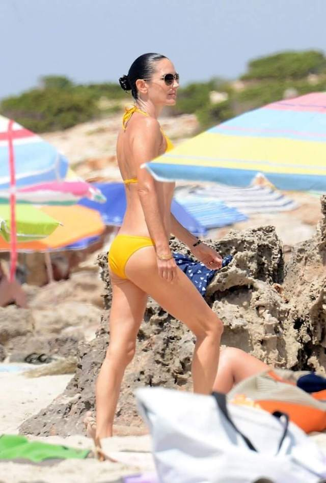 Jennifer Connelly Sexy Pictures Prove She Is A Goddess On Earth