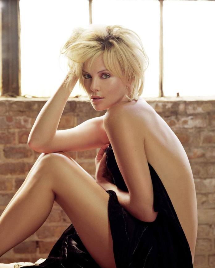 Charlize-Theron-sexy-topless-pic