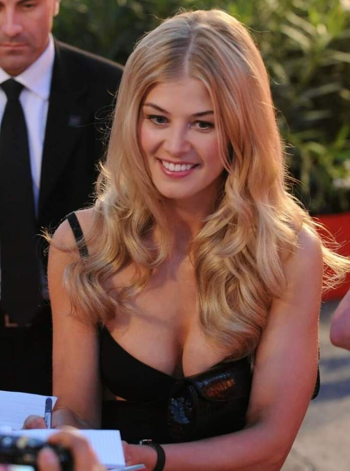 57 Rosamund Pike Sexy Pictures Prove She Is A Godden From ...