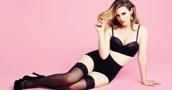 62 Alicia Silverstone Sexy Pictures Prove That She Is An Angel