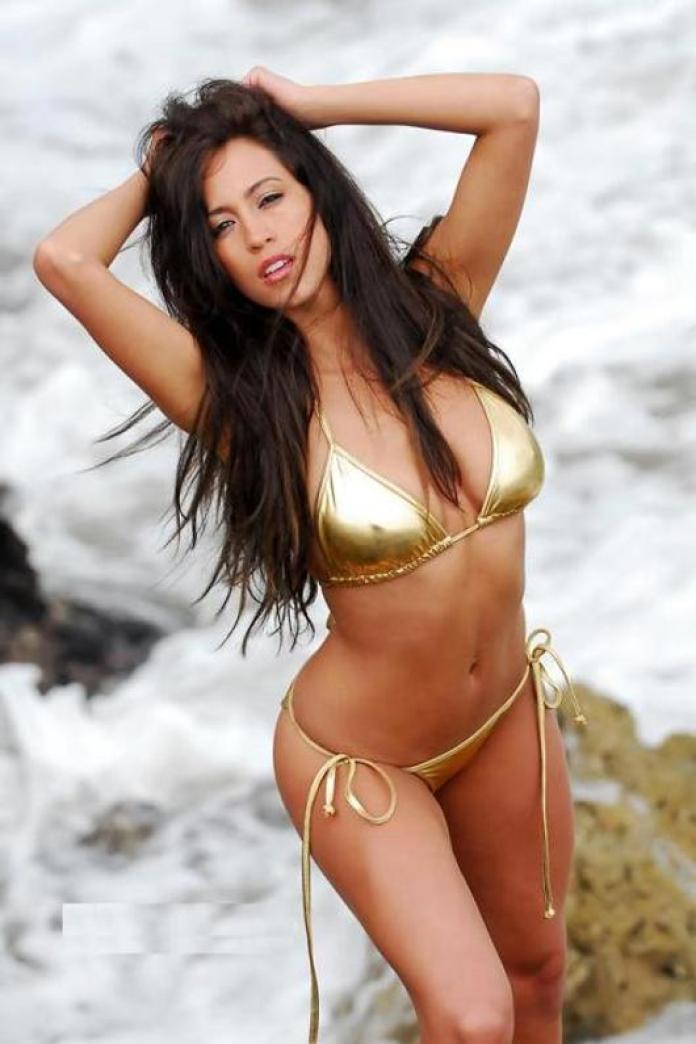 Amber Lee Ettinger sexy bikini pic