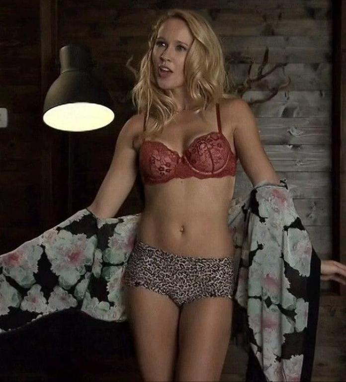 Anna Camp sexy look