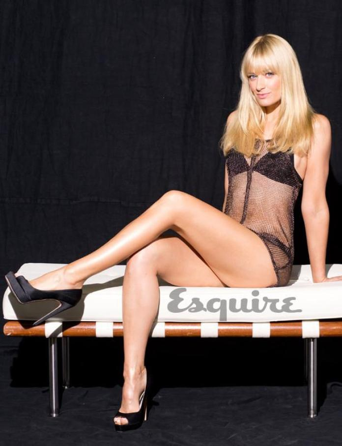 Beth Behrs hot pic