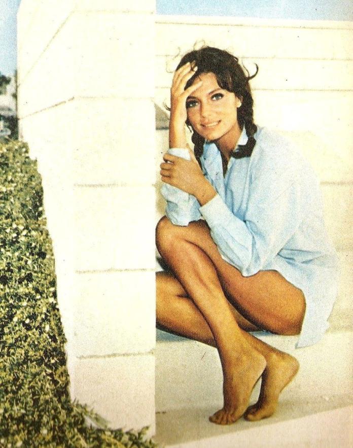 Jacqueline Bisset hot pics