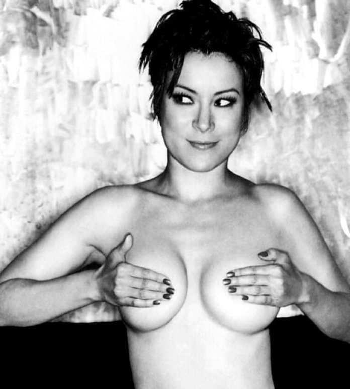 Jennifer Tilly sexy pic