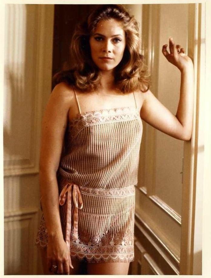 Kathleen Turner hot look