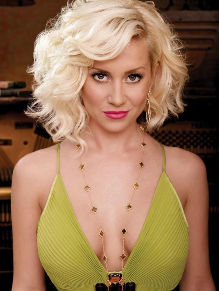 Kellie Pickler sexy look