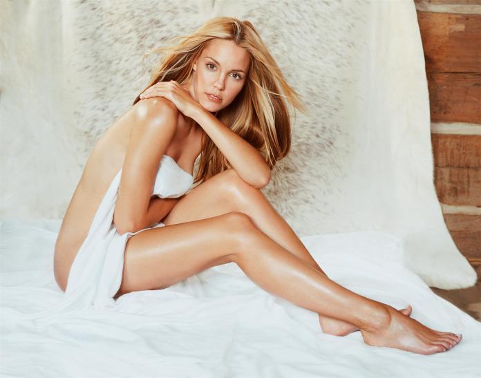 Leslie Bibb sexy pics