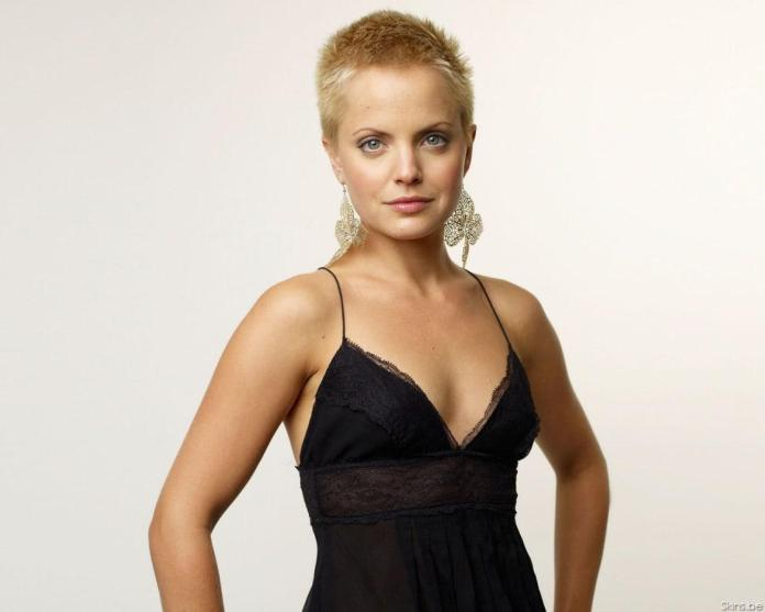 Mena Suvari hot look
