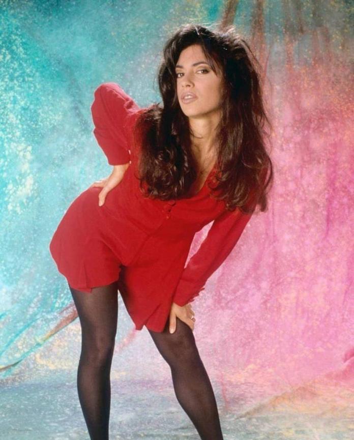 Susanna Hoffs sexy pics