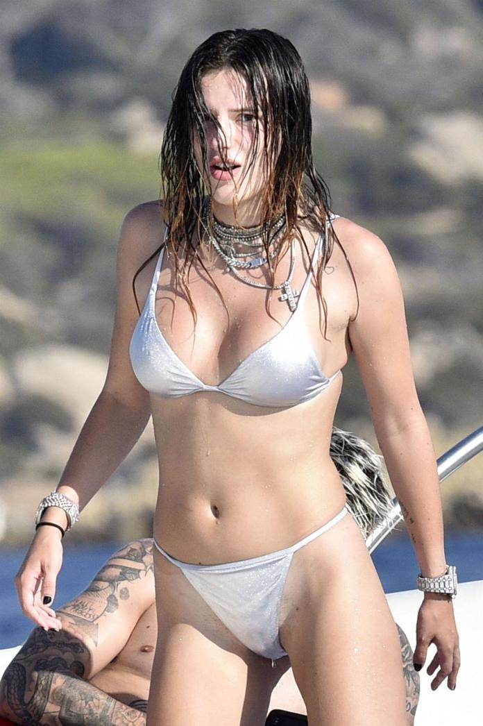 Bella Thorne hot look