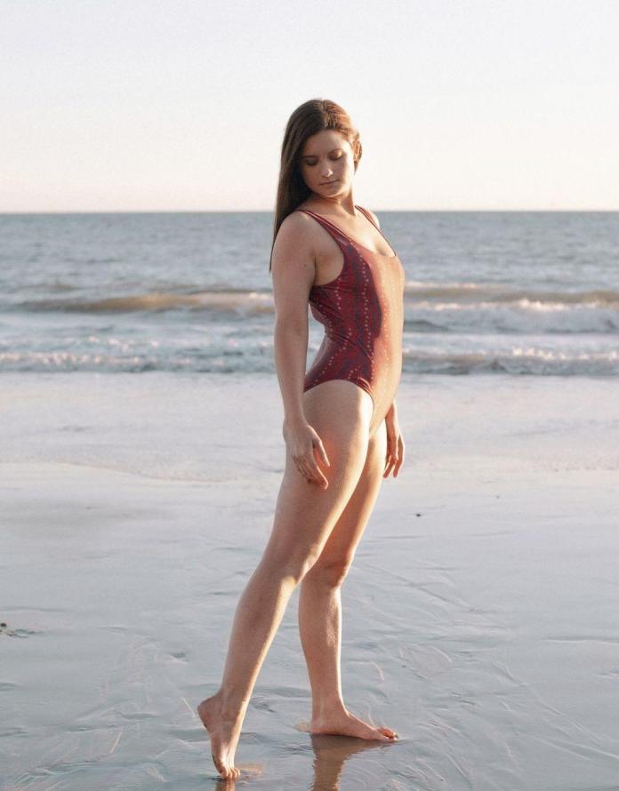 Bonnie Wright sexy pic