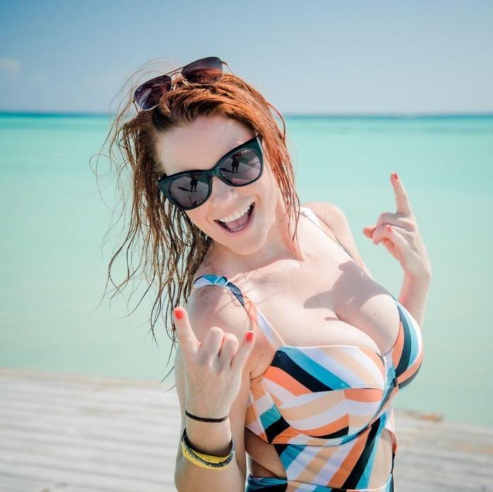 Carrie Keagan hot